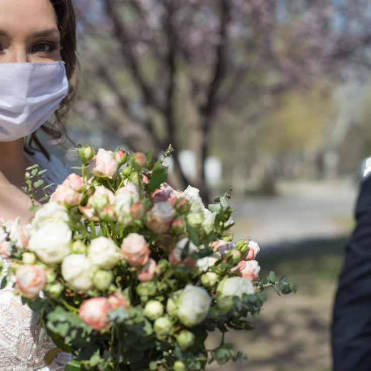 bride-and-groom-in-protective-masks